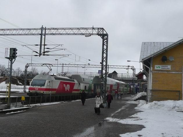 Karjaa: křižování vlaků IC2 v oblasti kde převládá švédština © Tomáš Kraus, 19.3.2012