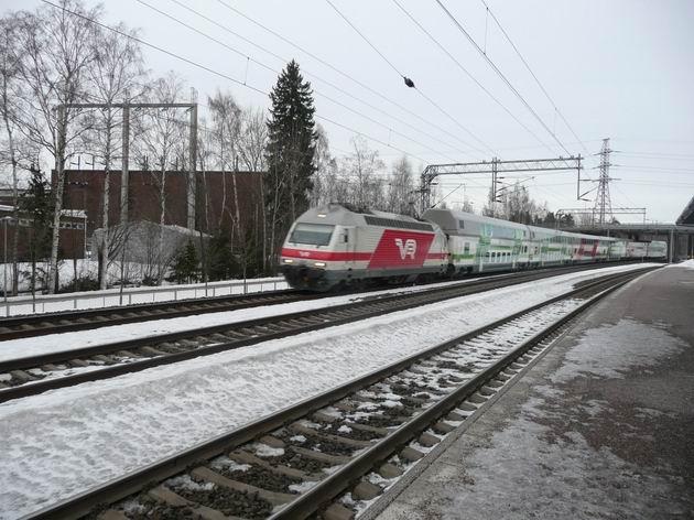 Valimo: projíždějící vlak IC2 z Helsinek do Turku © Tomáš Kraus, 20.3.2012