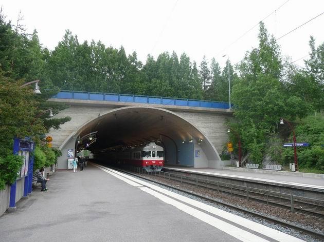 Malminkartano: zastávka v tunelu s jednotkami řady Sm2 © Tomáš Kraus, 14.6.2011