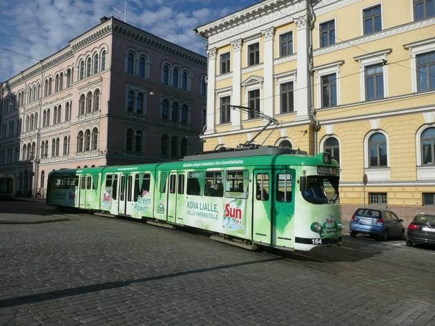 Helsinki: tříčlánkový Duewag GT8N na náměstí Senaatintori © Tomáš Kraus, 10.6.2009